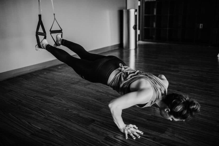 Woman Doing A Plank Exercise   ModernCalisthenics.com